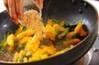 柿と野沢菜の炒め物の作り方の手順4