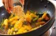 柿と野沢菜の炒め物の作り方4
