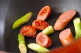 グリーンアスパラとソーセージ炒めの作り方2