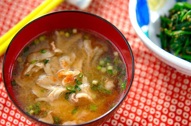 「舞茸の味噌汁」のレシピ。おいしく作るには水から煮るべし!