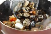 トマトと魚貝のチリソース煮の作り方1