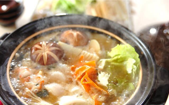 フカヒレスープの素で!たっぷり海鮮鍋