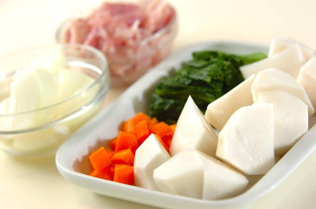 カブと鶏肉の和風グラタンの作り方の手順1