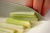 セロリとジャコのナンプラー炒めの作り方の手順1
