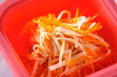 大根とニンジンのせん切りサラダ