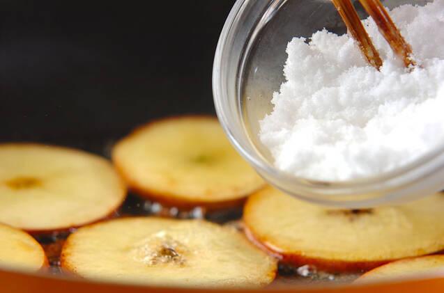 スライスリンゴのソテーの作り方の手順2