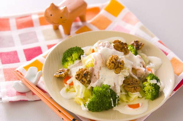 豚肉とブロッコリー、キャベツ、にんじんの温サラダ