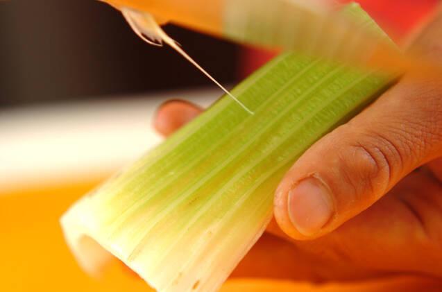 白菜キムチとセロリの豚肉巻きの作り方の手順1