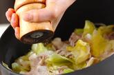 豚バラ肉と春キャベツの塩蒸しの作り方2