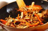 サバ缶とゴボウの炒め物の作り方3