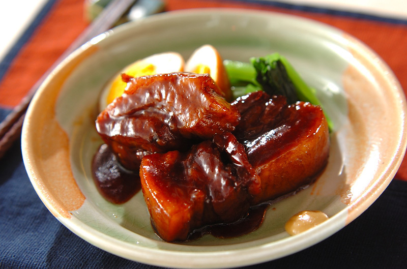 赤味噌で和風の豚角煮