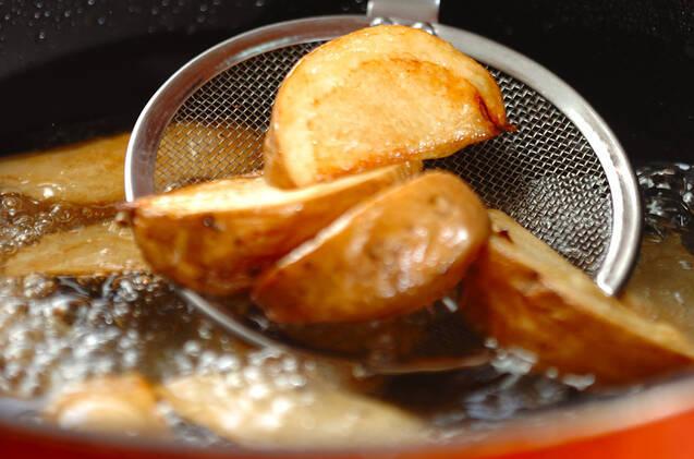 骨付き鶏肉のフライの作り方の手順7