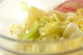 鮭とキャベツの甘酢和えの作り方1