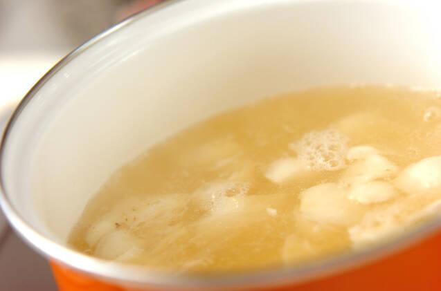 ユリネとシメジのみそ汁の作り方の手順3