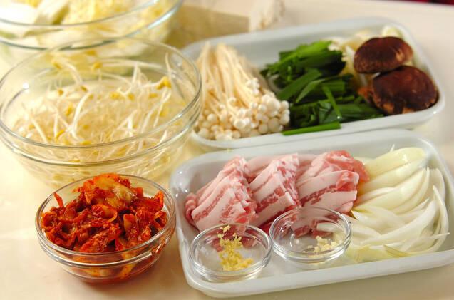 野菜たっぷり!コク旨キムチ鍋の作り方の手順1