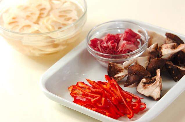 牛肉入りレンコンのきんぴらの作り方の手順1