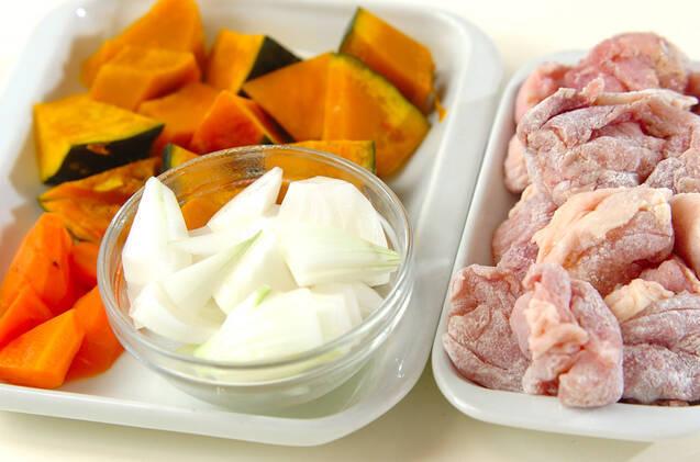 鶏肉の簡単コーンクリーム炒め煮の作り方の手順1