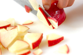 リンゴのメープルクリーム和えの下準備1