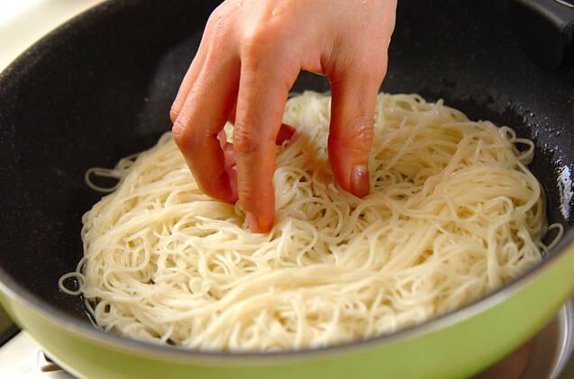 ネギ豚と素麺のペタンコ焼きの作り方の手順2