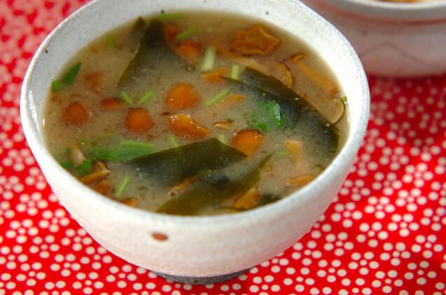 【基本】なめこの味噌汁の作り方。食感が楽しいアレンジレシピ10選も◎