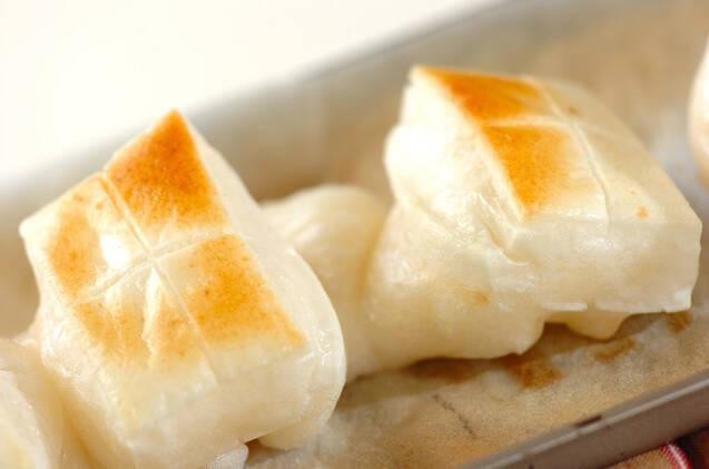 香ばしい!お餅の甘じょうゆ焼きの作り方の手順3