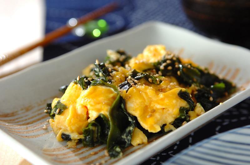 1. ワカメとふんわり卵の炒め物