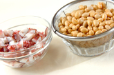 大豆とタコのショウガ煮の下準備1
