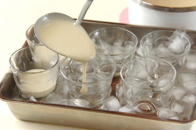 ココナッツミルクと米粉のプリン・季節のフルーツのマチェドニアソースの作り方の手順4