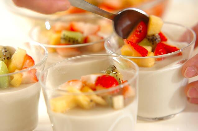 ココナッツミルクと米粉のプリン・季節のフルーツのマチェドニアソースの作り方の手順6