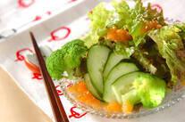 玉ネギドレッシングのサラダ