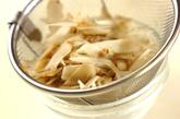 ゴボウのチーズ梅肉和えの作り方1