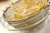 焼き鳥のモヤシ卵とじの作り方の手順1