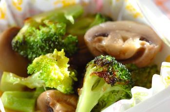 キノコとブロッコリーのコンソメ煮