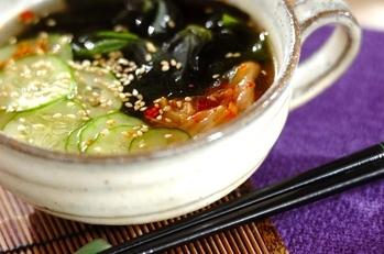 キムチ入りキュウリの冷スープ