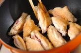 鶏手羽とゴボウの甘酢炒めの作り方1