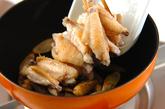 鶏手羽とゴボウの甘酢炒めの作り方2