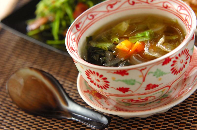 ちぎりレタスのわかめスープ