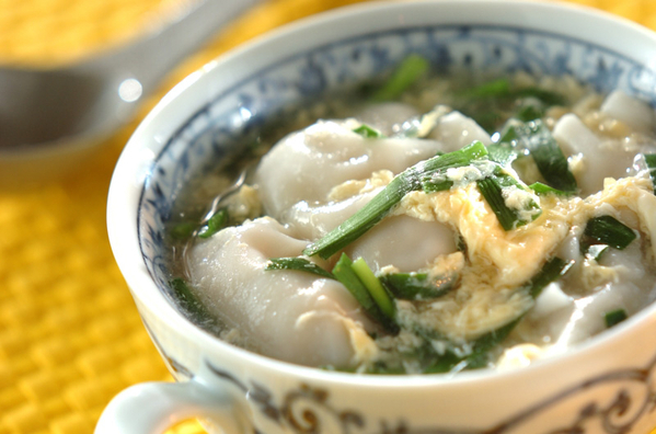 2. 冷凍生姜で簡単◎ふんわりたまごの餃子スープ
