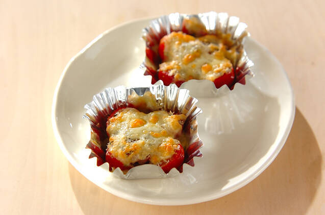 プチトマトのバジルチーズパン粉焼き
