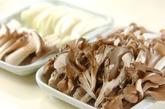 キノコとエビのマヨ炒めの作り方1