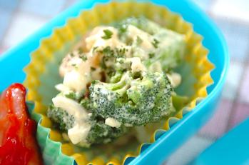 ブロッコリーと卵のタルタルサラダ