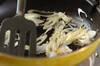 のりの真っ黒パスタの作り方の手順3