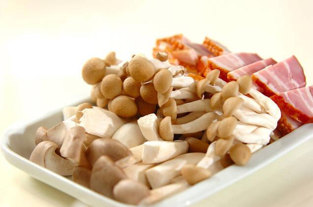 ベーコンとキノコの豆乳スープの作り方の手順1