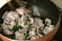 ゆで豚のキムチ炒めのサンチュ包みの作り方3