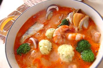 黄飯団子のトマト豆乳鍋