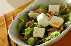 豆腐とワカメのヘルシーサラダ