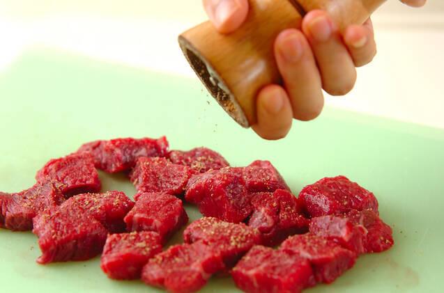 牛ステーキの玉ネギソースがけの作り方の手順2