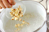 ハスの実入りココナッツ炊き込みご飯の作り方1