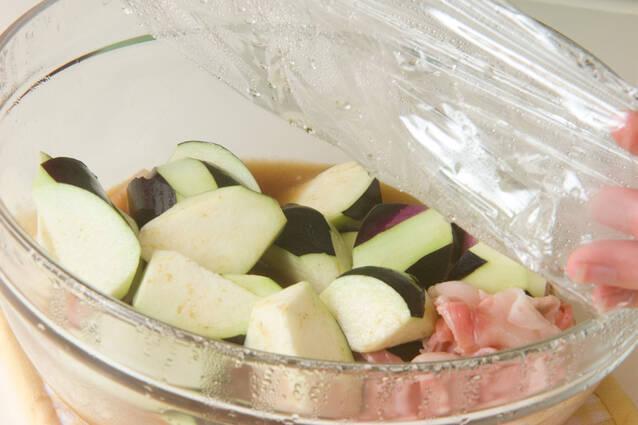 ナスと豚バラ肉のレンジ煮の作り方の手順2