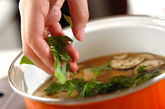 ナス、納豆、大葉のみそ汁の作り方2
